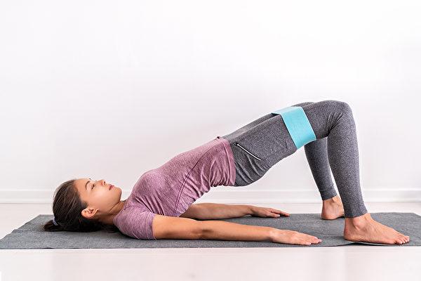 3招躺著就可以做的皮拉提斯,鍛鍊核心肌群。(Shutterstock)