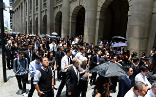 【直播回放】港法律界黑衣遊行 反政治檢控