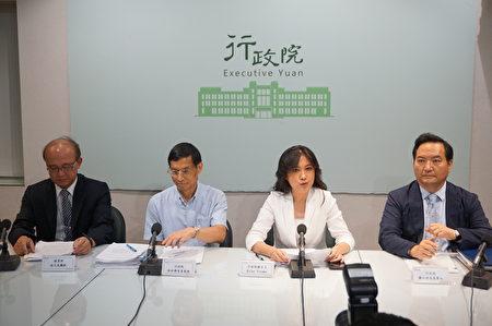 针对大法官23日年改释宪结果,年改委员会、行政院政委林万亿召开记者会回应说明。