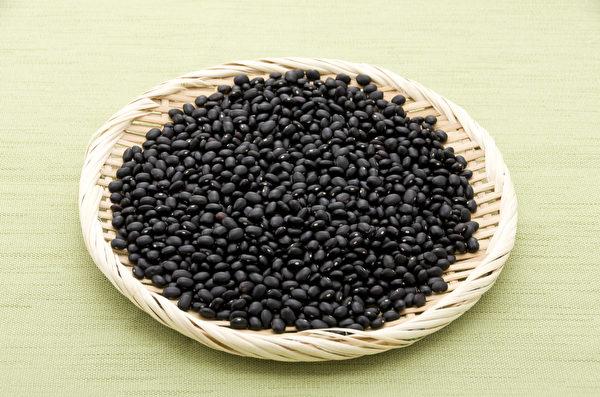 黑豆有花青素、異黃酮、皂苷三大抗氧化營養素。(Shutterstock)