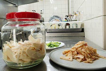 雲南家鄉的醃筍製作方式很簡單。