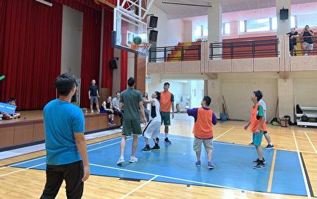 SBL台啤球員一日志工,陪憨兒們打籃球。
