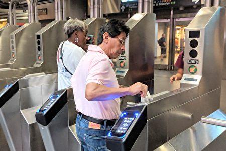 MTA将在2020年底,于所有地铁站和公车上安装OMNY系统的感应设备。