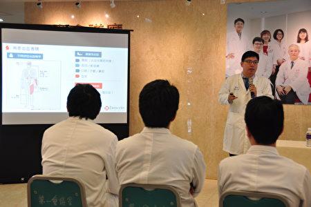 新竹馬偕醫療團隊進行專業解說