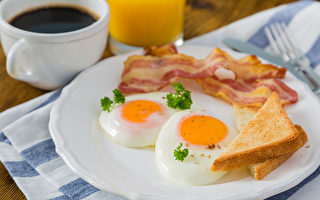 50岁后营养易流失,要补足两种关键营养素。(Shutterstock)