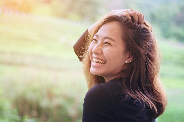 笑具有止痛、降血压、保护心脏、燃烧热量、提升免疫力等诸多健康功效。(Shutterstock)