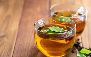 """喝完冷饮后出现中暑症状,称为""""阴暑"""",中医建议喝消暑茶饮。(Shutterstock)"""