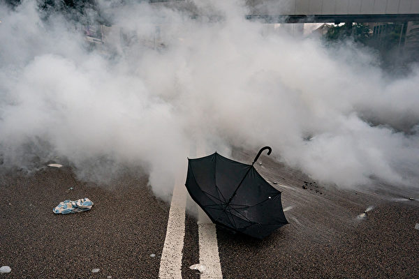 催泪弹(催泪瓦斯)对人体有何伤害?遭遇催泪弹时又该如何急救处理?(Anthony Kwan/Getty Images)
