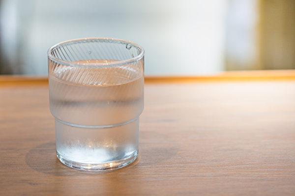 """每天都会喝的""""白开水"""",就是最佳的牙齿美白圣品。(Shutterstock)"""