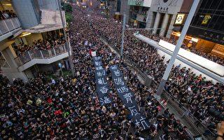 """""""你不必独自面对""""港人支持街头抗议者"""