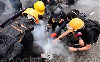 香港抗议者消灭催泪弹新招 一人10秒搞定