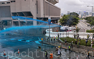 8.31抗议 港警首次用蓝色液体追踪示威者