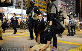 组图:港人要求831事件真相 港警展开清场