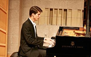 钢琴大赛指定曲优美独特 中西选手倾情演绎
