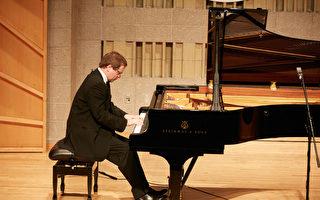 组图:新唐人钢琴大赛复赛 九国选手同台竞技