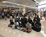 港人港铁商场静坐抗议 促交代831事件真相