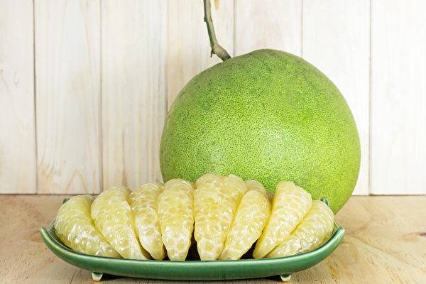 柚子中有一种特殊的成分,不能和一些药物同吃。(Shutterstock)