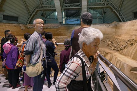 參加竹秀遠距照護「量測滿百」達標的長輩,參與斷層槽溝闖關活動。