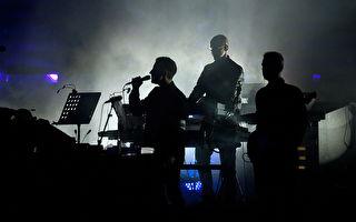 巡演播港警打人片段 Massive Attack乐队挺港人