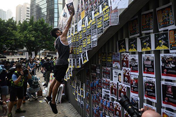 9月28日,網民發起當日下午「連儂之路」活動。(PHILIP FONG/AFP/Getty Images))