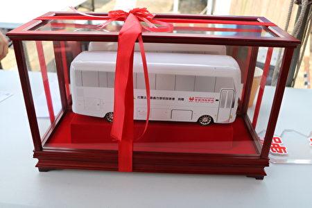 可愛的捐血車模型。