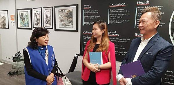 圖:沈中元副校長率領空大志工隊,禮謝省議員康安禮(Anne Kang)對空大的長期支持。(梁玉燕提供)