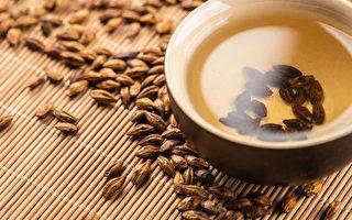 大麦茶不仅能健胃整肠,还可消水肿、降胆固醇。(Shutterstock)