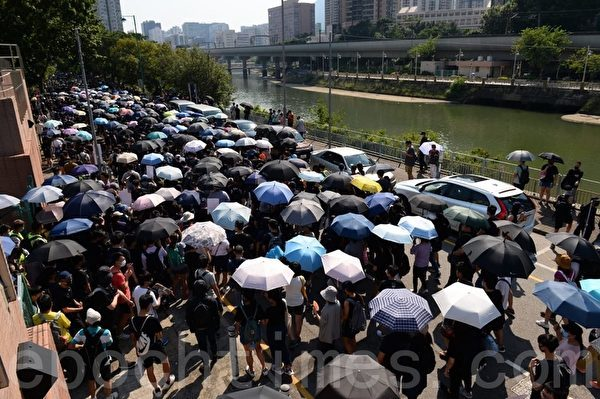 香港惊现反送中菜:催泪蛋 五大素球 以眼还眼