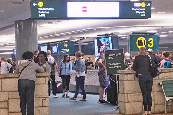 在2018年6月至2019年7月期間,警方接到139起溫哥華國際機場行李被盜的報告。(祖文/大紀元)