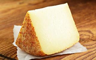 一些饮食习惯会加速钙质流失,正确补钙才能有效预防骨质疏松。(Shutterstock)