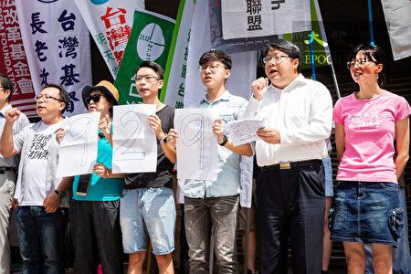 """由经济民主连合等数十个公民团体共同发起的""""929台港大游行:撑港、反极权""""活动,12日召开行动发布记者会,呼吁台湾社会共同加入声援香港的行动。"""