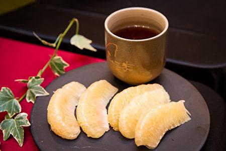 在《庄子》、《山海经》中也有记载,柚树每一部分,包括柚子、柚皮、柚叶、柚花、柚根、柚核籽都可药用。