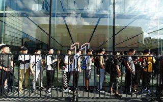 新iPhone手机上市一天 在中国被抢光