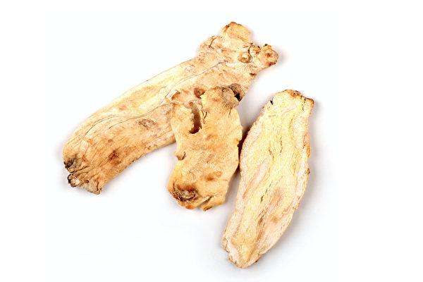 桔梗是干燥后的根部,主要作用于肺,多用于喉咙、支气管、肺发炎或痰多的时候。(Shutterstock)