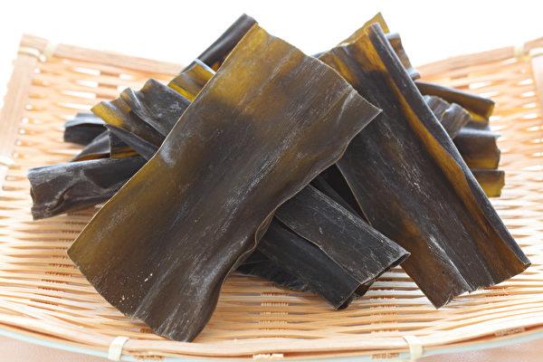 昆布味咸、性寒,非常适合用来清热泻火。(Shutterstock)