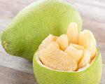 柚子有助消化、解便秘等多種益處,但一些情況不適合食用。(Shutterstock)