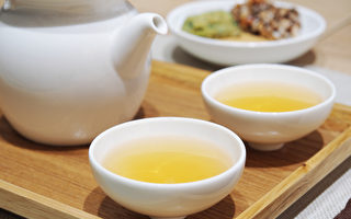 大餐过后,可以饮一杯中药茶饮帮助消化吸收、解胀气。(Shutterstock)