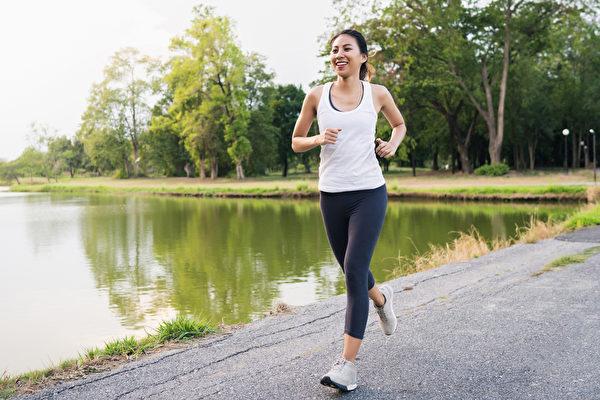運動前完整的熱身動作,應該包括什麼要素呢?(Shutterstock)