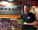 頗具創意的競選漢堡以不同食材搭配,體現不同黨領的特點。(王昱莎/大紀元