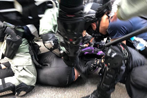 香港六區抗暴 全城如戒嚴 截查市民