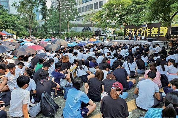 香港中学生再罢课集会 争五大诉求