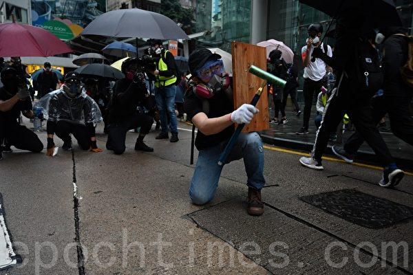 组图:10.6港人蒙面抗争 无惧极权暴力