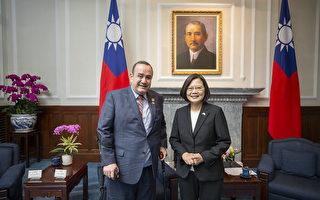 瓜地马拉准总统访台:我们站在台湾这边