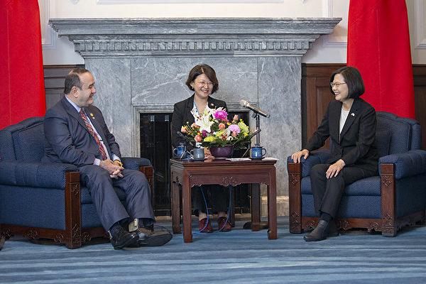 瓜地马拉准总统访台:瓜国会站在台湾这边