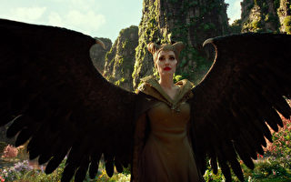 《黑魔女2》影評:經典童話再創成功新篇章