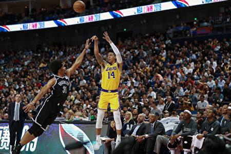 NBA首场中国赛爆满 大陆球迷用行动回应