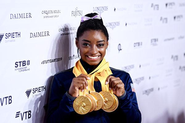 世界体操锦标赛:美国女将拜尔斯独揽五金
