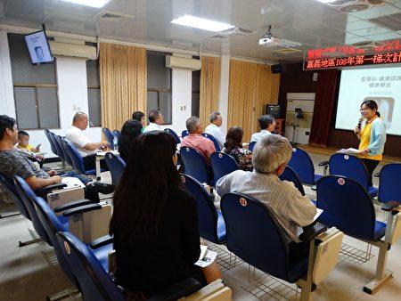 健康諮詢服務專家提供計程車駕駛人免費諮詢。
