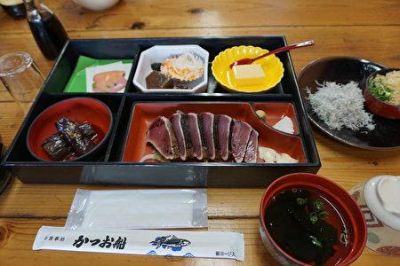 高知县名产——美味鲣鱼料理。