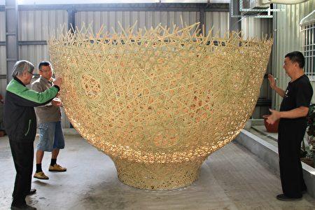 大茶碗的装置艺术努力赶工,为苗北艺文中心打卡的作品。